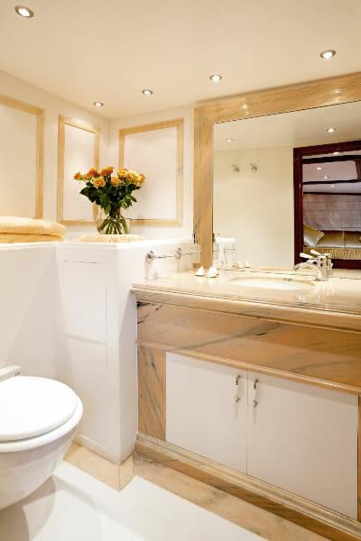 Iraklis L guest bathroom