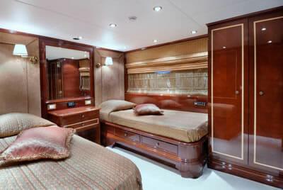 Iraklis L twin cabin