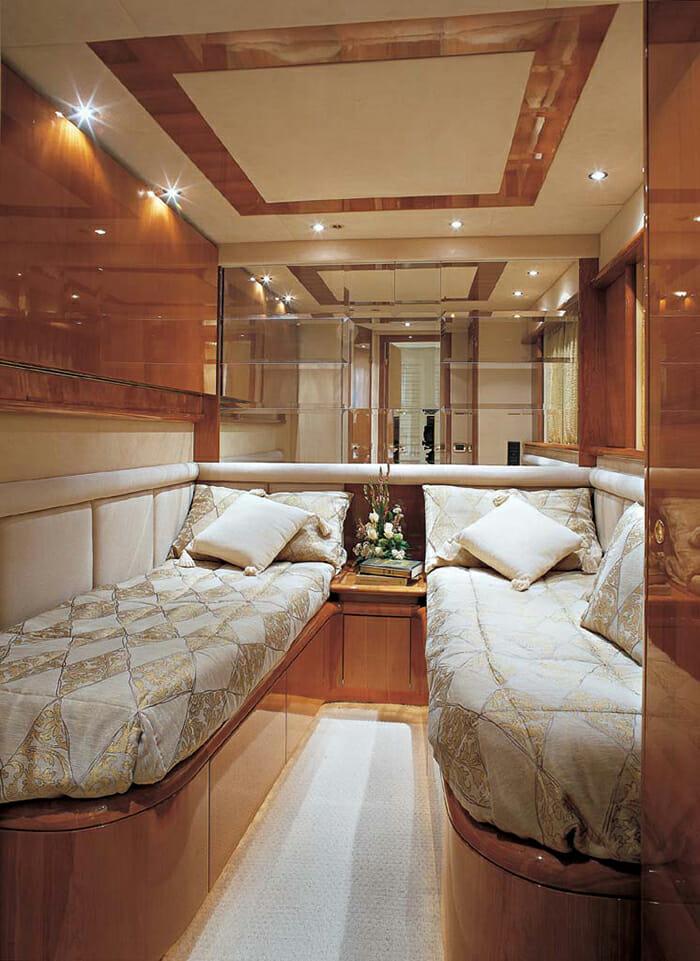 Iris twin cabin
