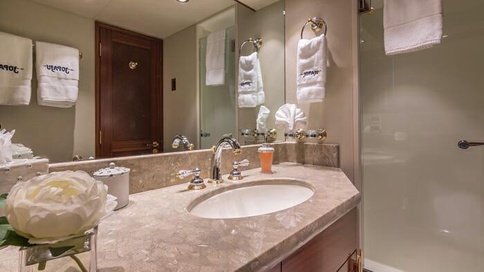 Jopaju guest bathroom