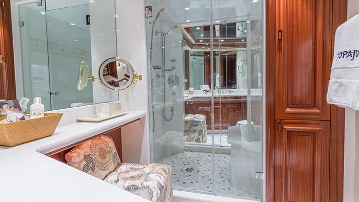 Jopaju master bathroom