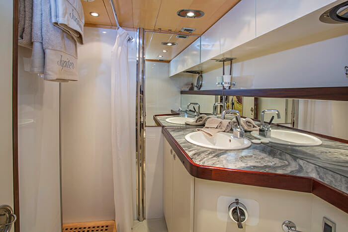 Jupiter guest bathroom