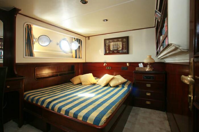 Lady Roxanne guest cabin