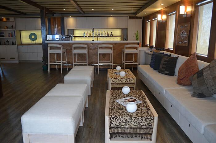 Lamima salon bar