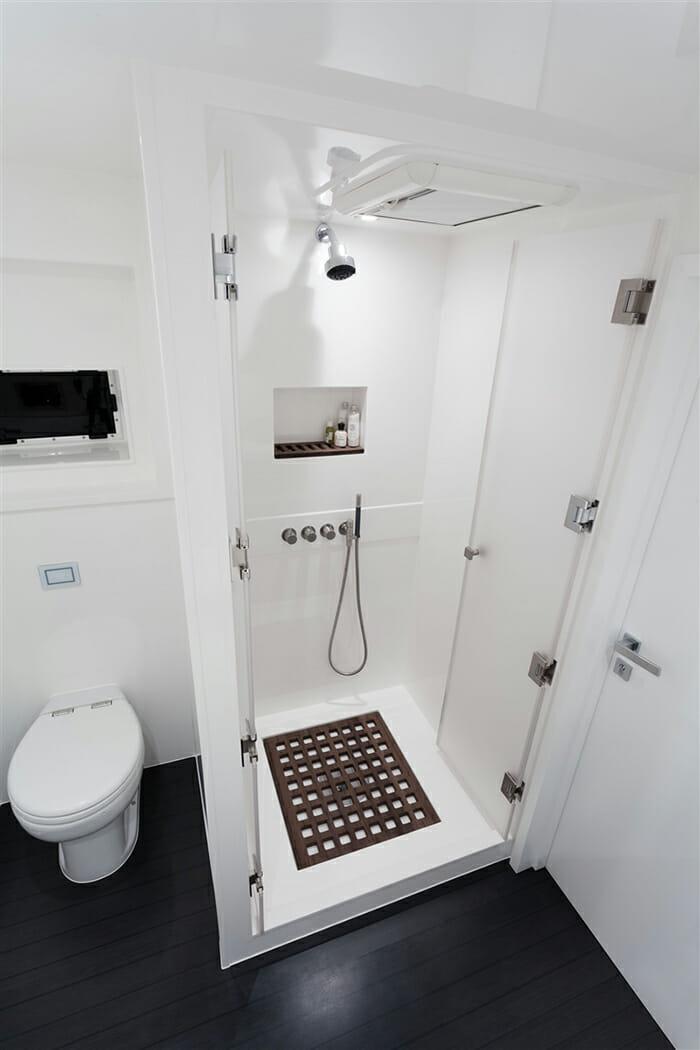 Levante guest bathroom