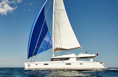 Catamaran Lir