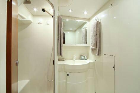 Lupa of London master bathroom