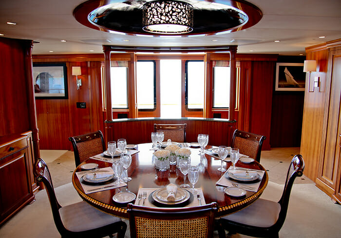 M4 dining