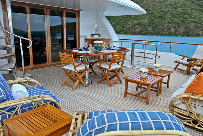 M4 upper deck dining