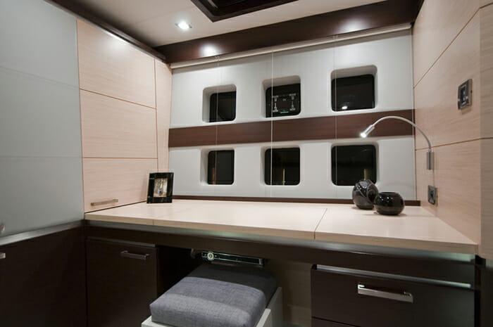 Mas cabin desk