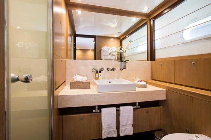 Midnight Sun twin bathroom