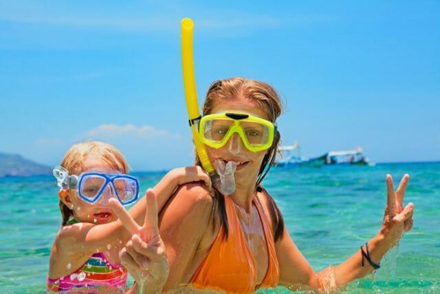 mother daughter snorkeling