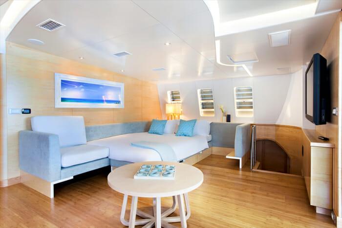 Neckerbelle salon converts into a cabin
