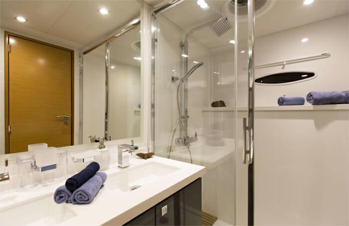Nenne guest bathroom