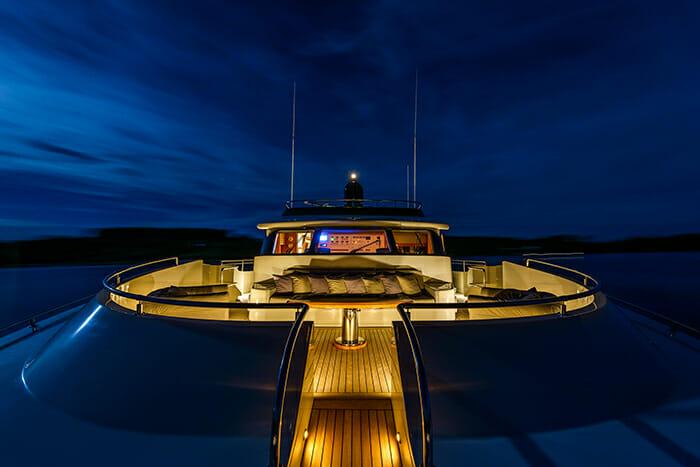 Novela bow at night