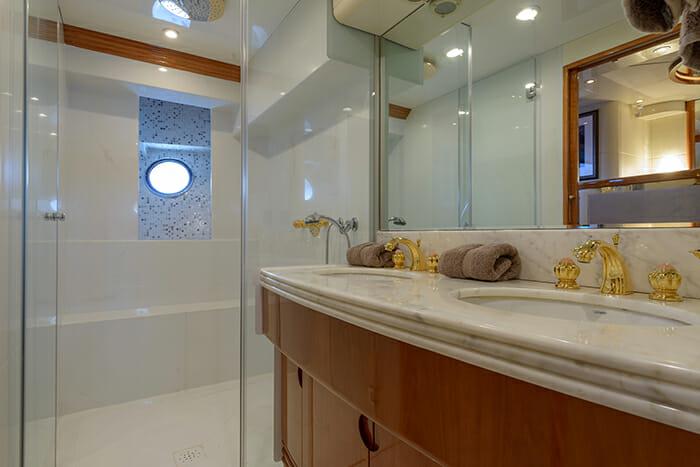 Novela master bathroom