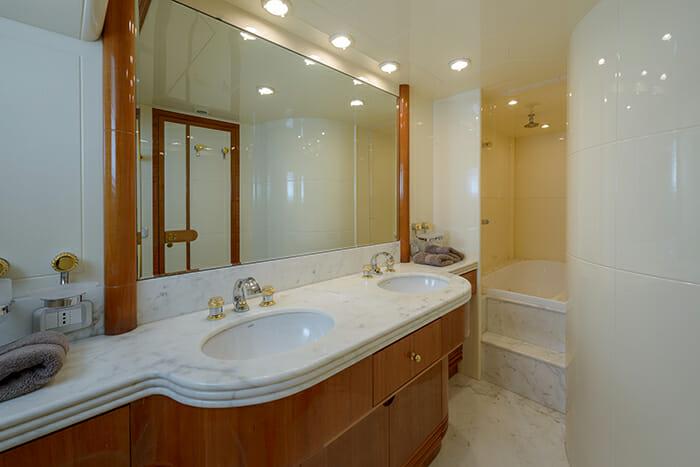 Novela vip bathroom