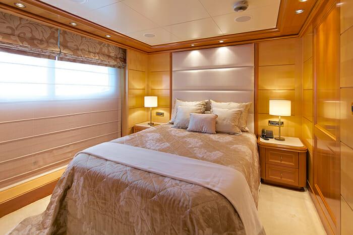 O'Mega guest cabin