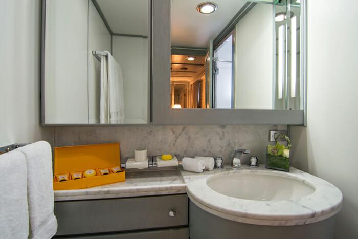 O'Natalina guest bathroom