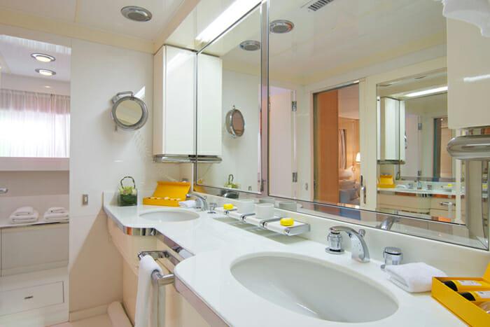 O'Natalina master bathroom