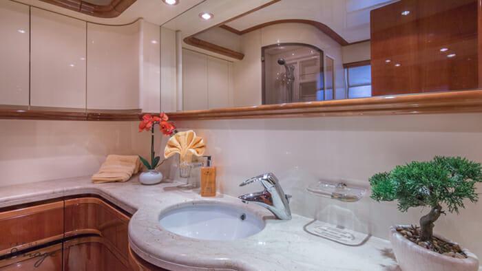 Paradise guest bathroom