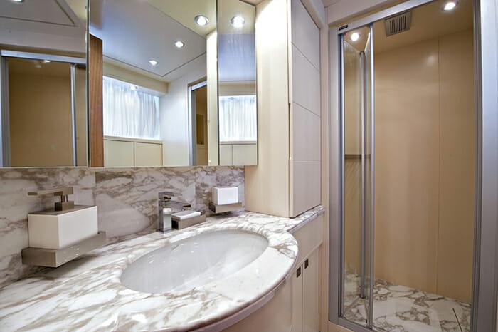 Paris A twin bathroom