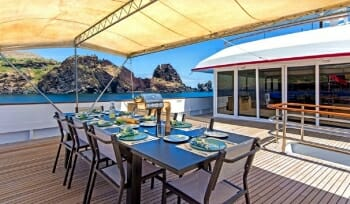 Passion deck dining
