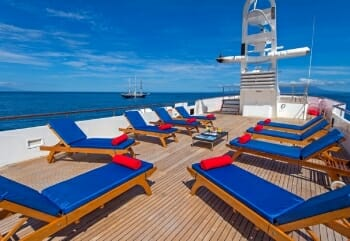 Passion sundeck lounging