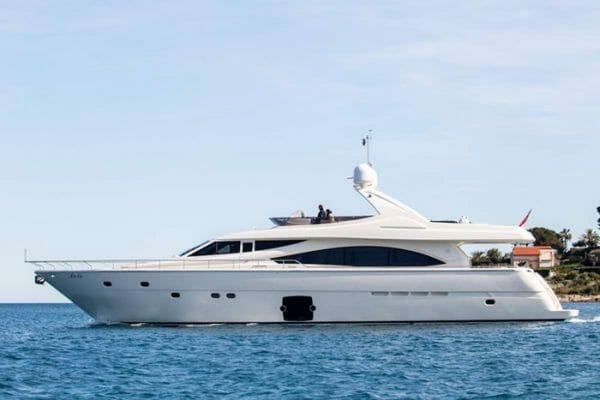 Yacht Piola