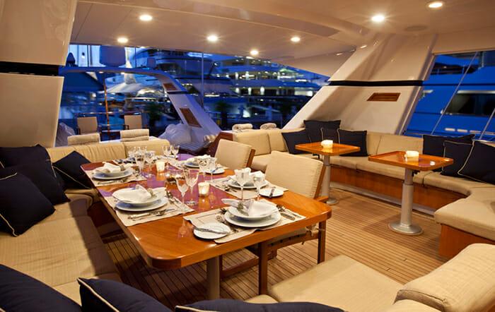 Ree cockpit dining