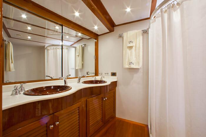 Ree master bathroom