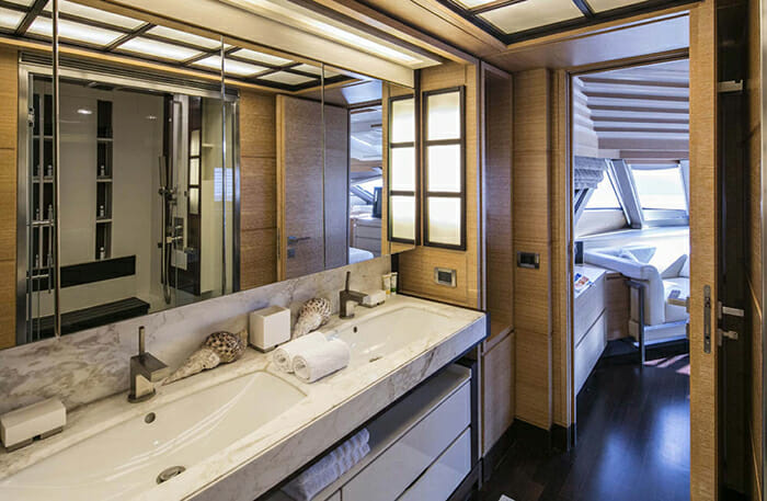 Rini master bathroom