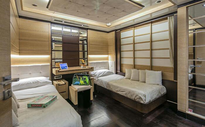 Rini twin cabin
