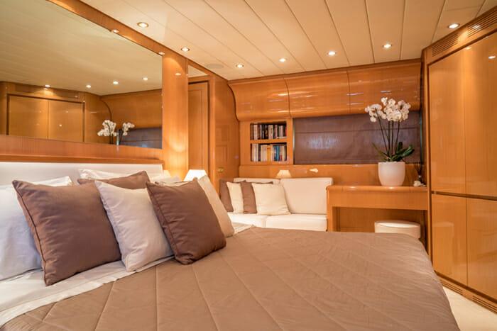 Romachris II master cabin