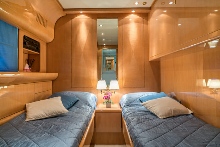Romachris II twin cabin