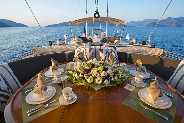 Savarona deck dining