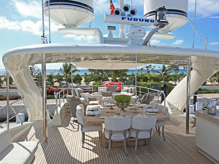Sealyon sundeck dining