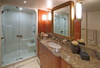 Serengeti guest bathroom