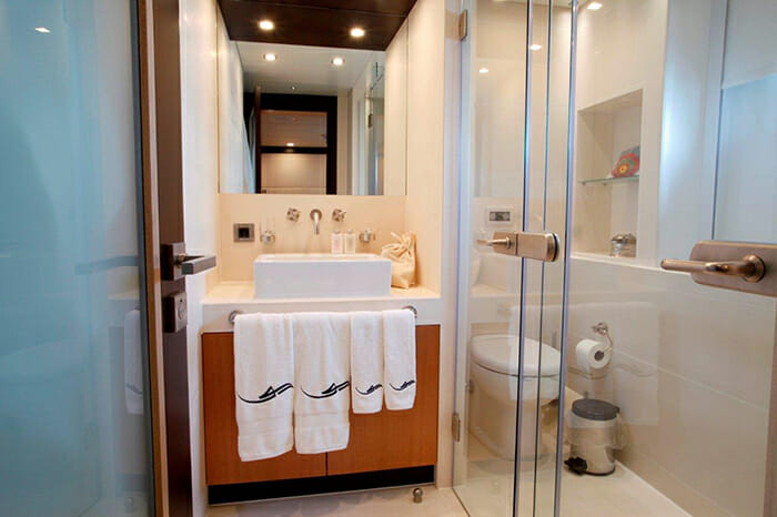 Serenity II guest bathroom