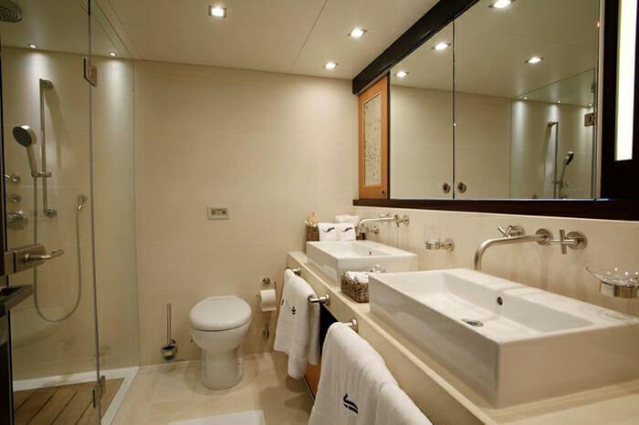 Serenity II master bathroom