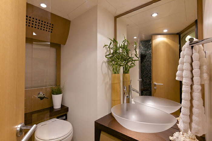 Solaris guest bathroom