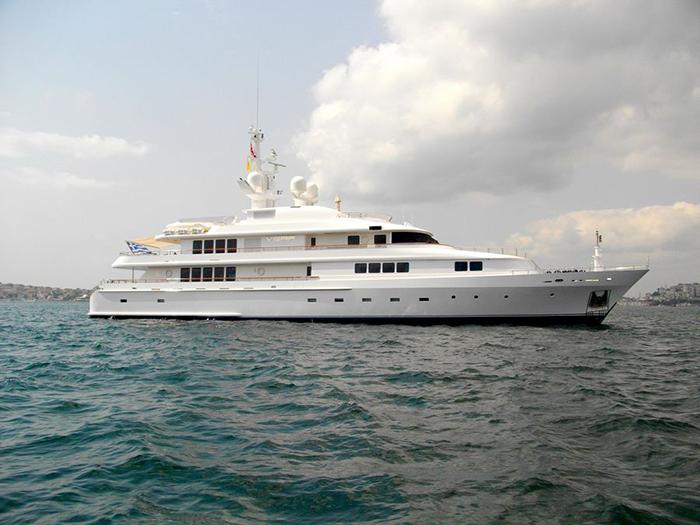 Yacht Vera
