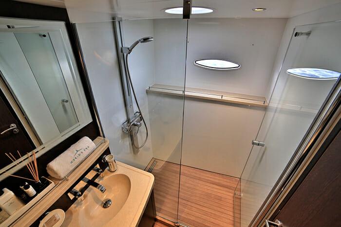 World's End master bathroom