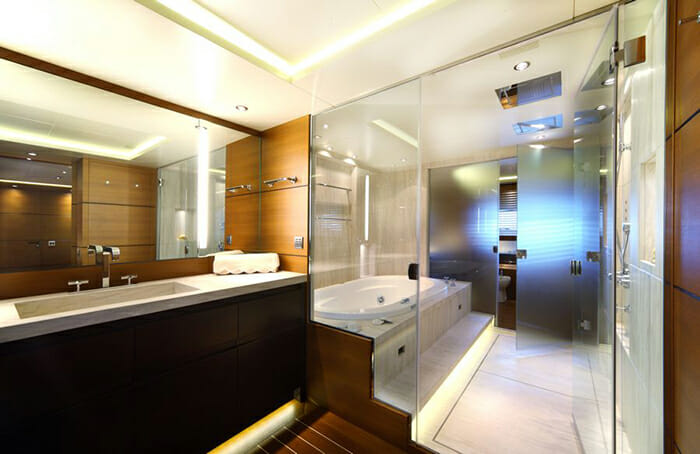 Zaliv III master bathroom