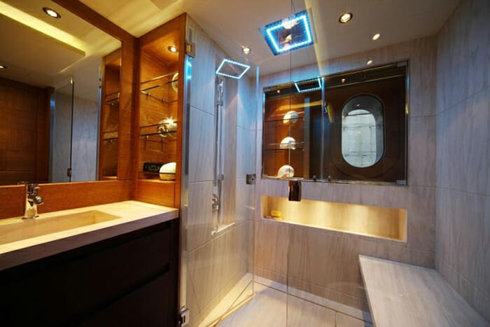 Zaliv III vip bathroom
